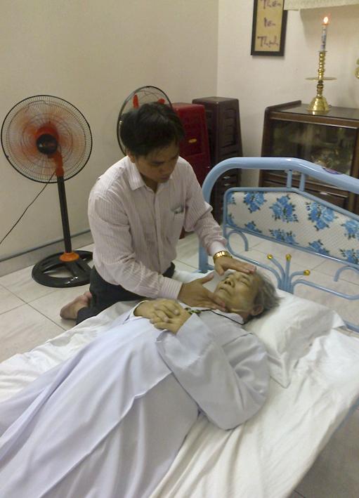 Gx TTS: Cáo Phó Ông Mi-ca-e Đinh Văn Học - Trưởng Ban Thừa Tác Viên Thánh Thể