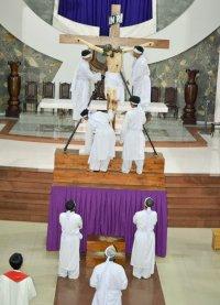 Gx TTS: Tháo Đinh – Táng Xác – Viếng Chặng Đàng và Hôn Chân Chúa (Thứ Sáu và Thứ bảy Tuần Thánh  2015