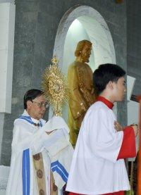 Giáo xứ Tân Thái Sơn: Rước Kiệu Mình Thánh Chúa