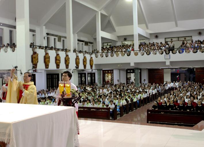 Giờ lễ tại Giáo xứ Tân Thái Sơn