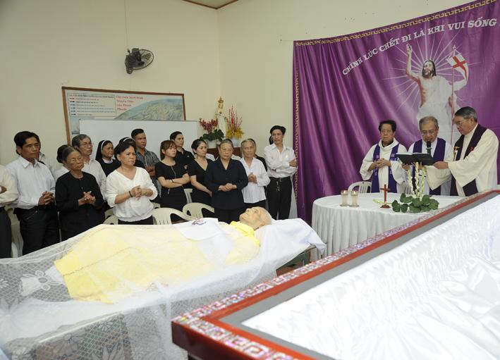 Hình Ảnh Lễ Tang Cha Cố Đaminh Bùi Quang Tuyến (part 02)